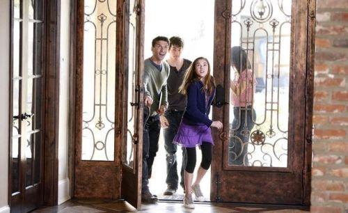 The Gates - 1x01 a