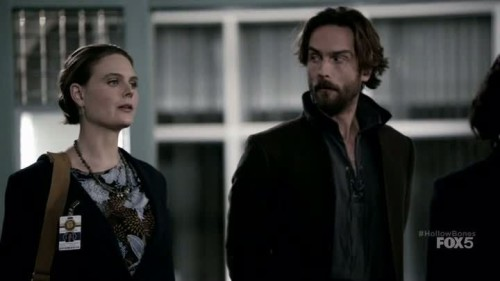 Sleepy Hollow-Bones-01