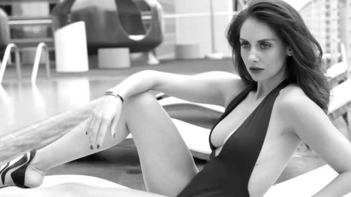 Alison-Brie--GQ-Mexico-2015-(Behind-the-Scenes)--02