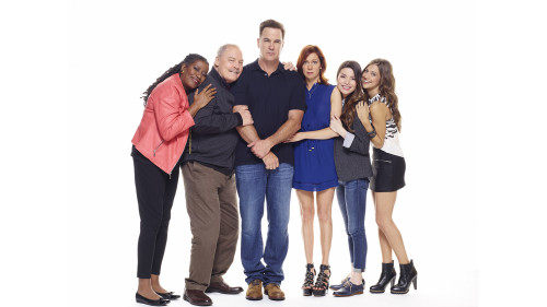 CROWDED -- Pilot -- Pictured (L-R): Carlease Burke as Alice, Stacy Keach as Bob, Patrick Warburton as Mike, Carrie Preston as Martina, Miranda Cosgrove as Shea, Mia Serafino as Stella -- Photo by Brian Bowen Smith/NBC.