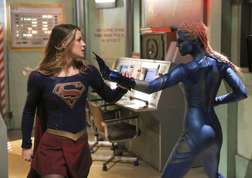 Supergirl-LauraVandervoort-1