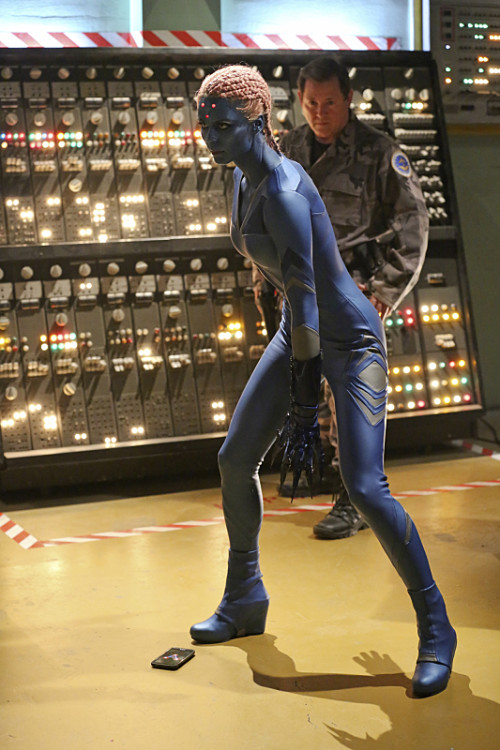 Supergirl-LauraVandervoort-4