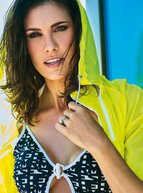 daniela-ruah-in-women-s-health-magazine-portugal-september-october-2015-issue_3