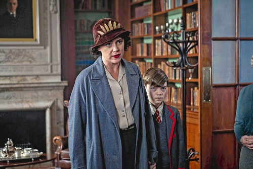 SID GENTLE FILMS PRESENTS THE DURRELLS FOR ITV EPISODE 1 Pictured: KEELEY HAWES as Louisa Durrell and MILO PARKER as Gerry. This image is the copyright of ITV and must only be used in relation to THE DURRELLS.
