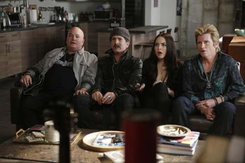 "Sex&Drugs&Rock&Roll - ""All That Glitters is Gold"" -- Ep 201 (Airs Thursday, June 30, 10:00 pm e/p) -- Pictured: (l-r)  Robert Kelly as Bam Bam, John Ales as Rehab, Elizabeth Gillies as Gigi, Denis Leary as Johnny Rock.  CR. Patrick Harbron/FX"