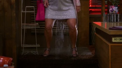 2-broke-girls-6x01-04