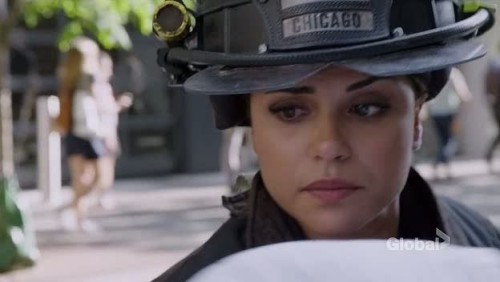 chicago-fire-5x01-02